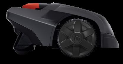 Melns Husqvarna zāles pļāvējs robots – Automower 105 modelis, skats no labā sāna