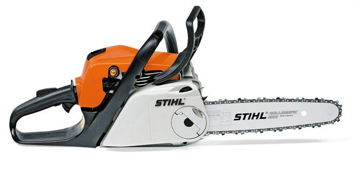 Oranžs Stihl motorzāģis, modelis ''MS181 C-BE'', skats no labās puses