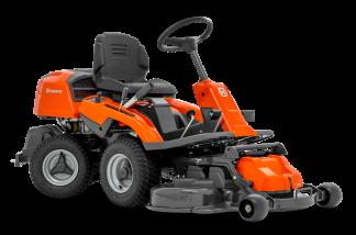 Oranžs Husqvarna raideris, modelis ''R214T'', skats no priekšas labās puses