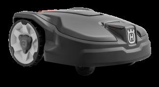 melns zāles pļāvējs robots no priekšas uz neitrāla fona
