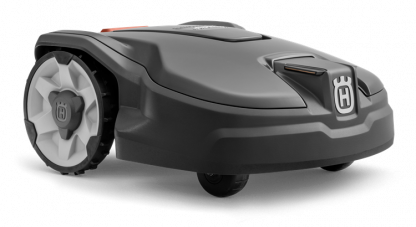 Melns Husqvarna zāles pļāvējs robots, modelis ''Automower 305'', skats no priekšas labās puses
