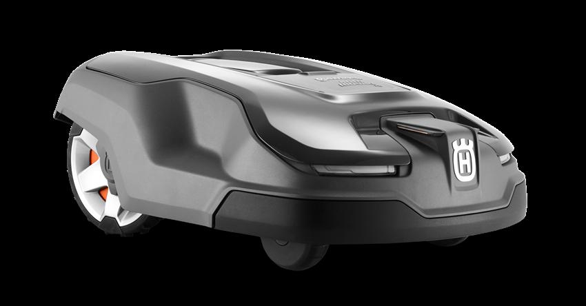 Melns Husqvarna zāles pļāvējs robots – Automower 315X modelis, skats no priekšas labā puses