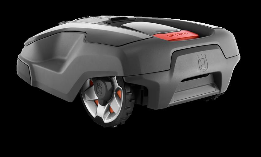 Melns Husqvarna zāles pļāvējs robots – Automower 315X modelis, skats no aizmugures kreisā sāna