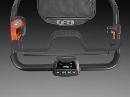 Oranžs Husqvarna Akumulatora zāles pļāvējs, modelis ''LC353iVX'', skats uz vadības paneli