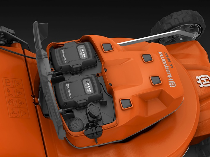Oranžs Husqvarna Akumulatora Zāles pļāvējs, modelis ''LC551iV'', skats no augšas