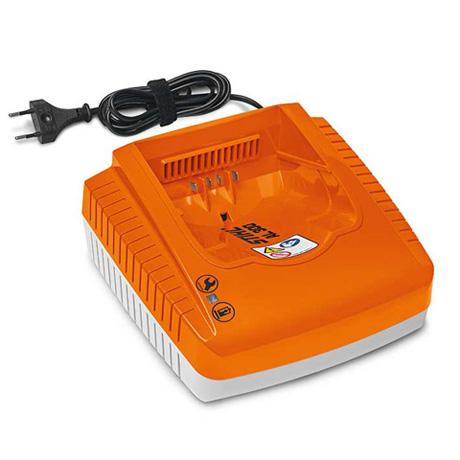 akumulatora lādētāja oranža detaļa un vads