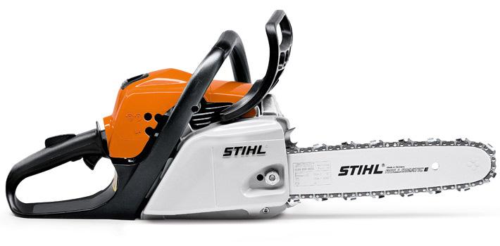 Oranžs, balts Stihl motorzāģis, modelis ''MS211'', skats no labā sāna