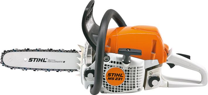 Oranžs, balts Stihl motorzāģis, modelis ''MS231'', skats no kreisā sāna
