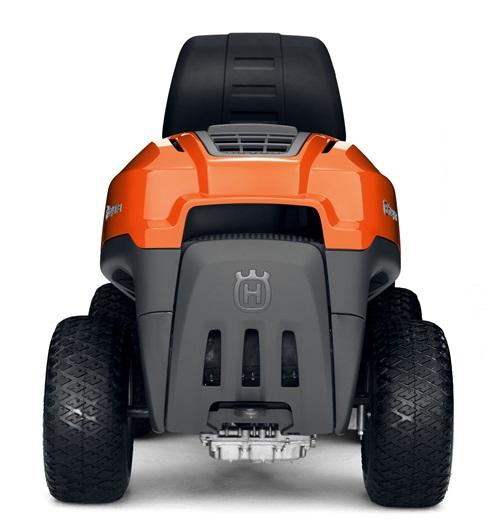 Oranžs Husqvarna raideris, modelis ''R115C'', skats no aizmugures