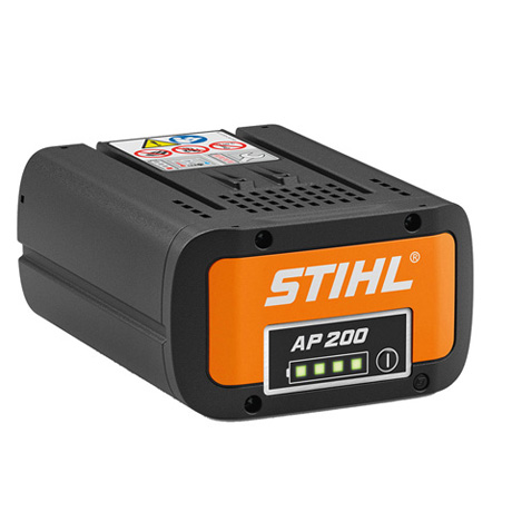 STIHL AP 200 akumulators uz balta fona