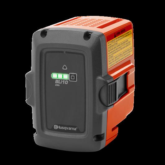 Oranžs, Melns Husqvarna akumulators, modelis ''BLi10'', skats no priekšas