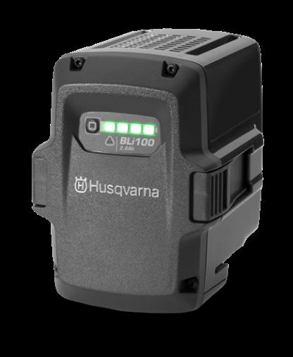 Melns Husqvarna akumulators, modelis ''BLi100'', skats no priekšas