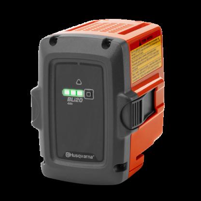 Oranžs, Melns Husqvarna akumulators, modelis ''BLi20'', skats no priekšas