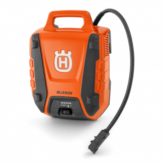 akumulators bez uzkabes oranžā un melnā krāsā