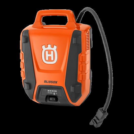 Oranžs Husqvarna akumulators, modelis ''BLi950X'', skats no priekšas