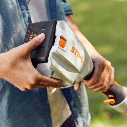 Akumulatora trimmeris bez akumulatora un lādētāja