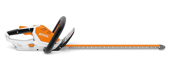 Oranžs, balts Stihl akumulatora dzīvžoga šķēres, modelis ''HSA 45'', skats no labās puses
