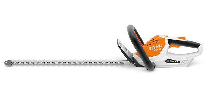 Oranžs, balts Stihl akumulatora dzīvžoga šķēres, modelis ''HSA 45'', skats no kreisās puses