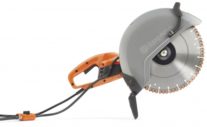 """Oranžs Husqvarna Elektriskais spēka zāģis, modelis """"K4000'' ar 350mm griezējdisku, skats no labā sāna"""