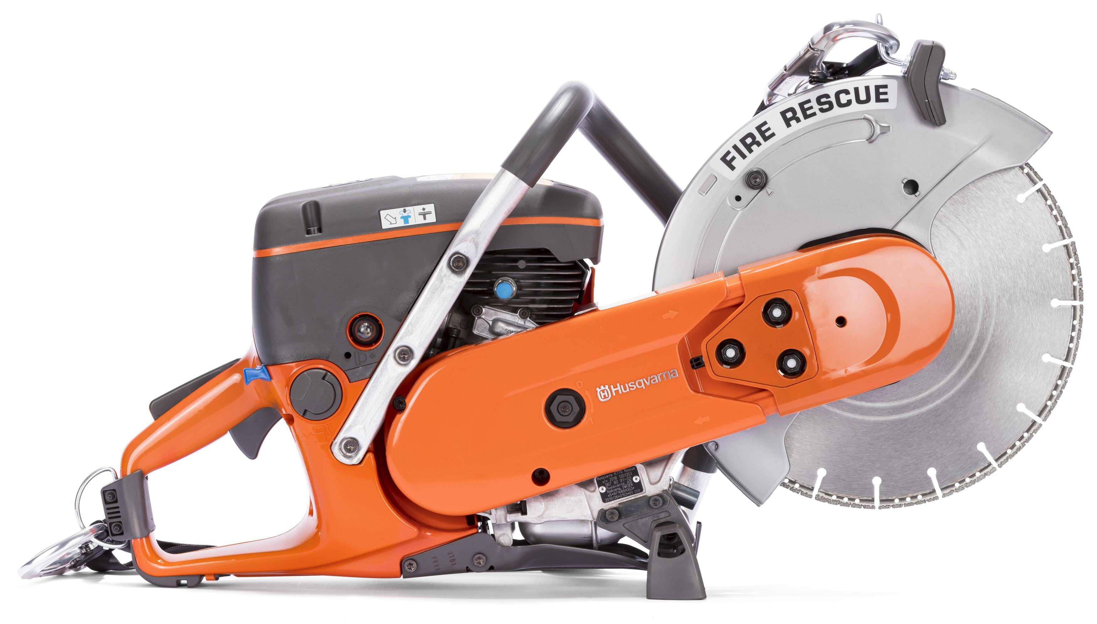 """Oranžs Husqvarna spēka zāģis, modelis """"K 770 Rescue '', skats no labā sāna"""