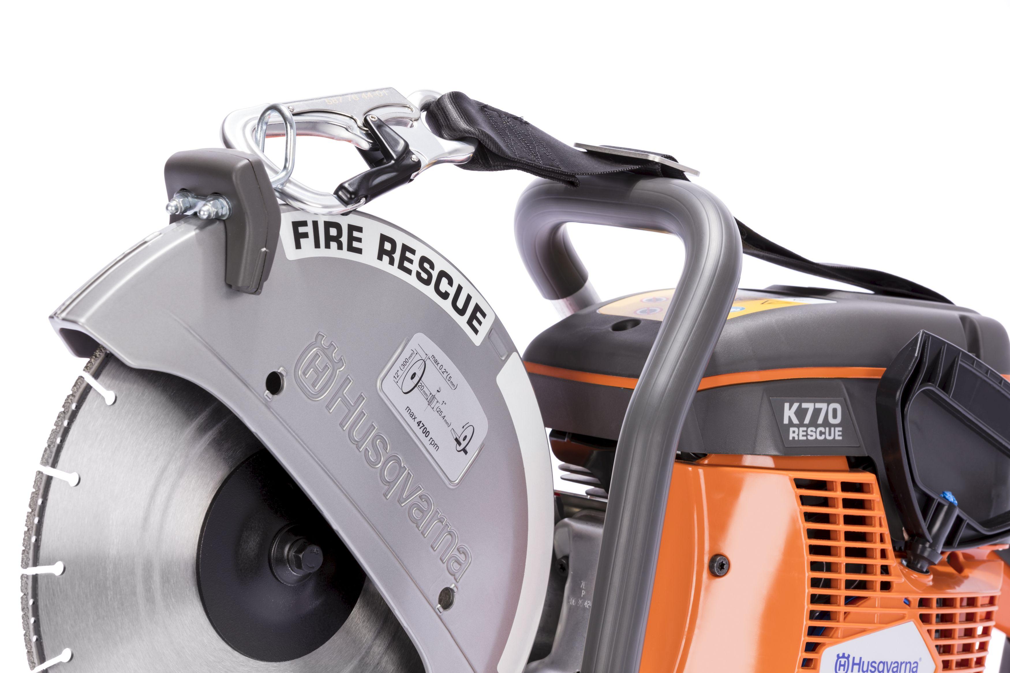 """Oranžs Husqvarna spēka zāģis, modelis """"K 770 Rescue'', skats no priekšas kreisās puses"""