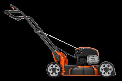 Oranžs Husqvarna zāles pļāvējs, modelis ''LB253S'', skats no labā sāna