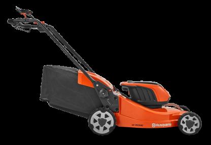Oranžs Husqvarna Akumulatora zāles pļāvējs, modelis ''LC353iVX'', skats no labā sāna