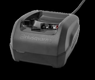Melns Husqvarna akumulatora lādētājs, modelis ''QC250'', skats no priekšas