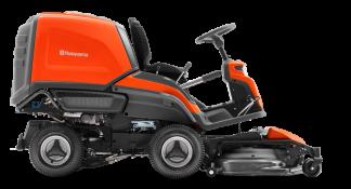 Oranžs Husqvarna zāles pļāvējs raideris ar savācējgrozu, modelis ''RC320TTs AWD'', skats no labā sāna