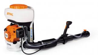 Oranžs, balt Stihl miglotājs, modelis ''SR200'', skats no aizmugures