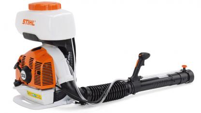Oranžs, balt Stihl miglotājs, modelis ''SR450'', skats no aizmugures