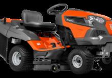 Oranžs Husqvarna zāles pļāvējs traktors, modelis ''TC 238T'', skats no priekšas labās puses
