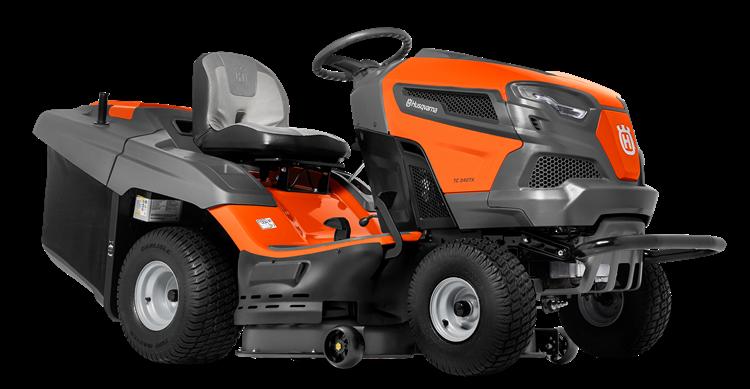 Oranžs Husqvarna zāles pļāvējs traktors, modelis ''TC 238TX'', skats no priekšas labās puses
