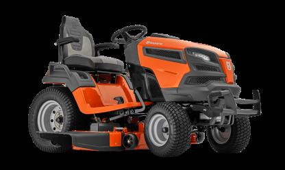 Oranžs Husqvarna zāles pļāvējs traktors, modelis ''TS 348XD'', skats no priekšas labās puses