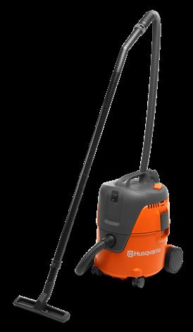 Oranžs Husqvarna putekļu sūcējs, modelis ''WDC220'', skats no priekšas kreisās puses
